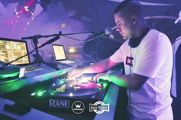 DJ White-T